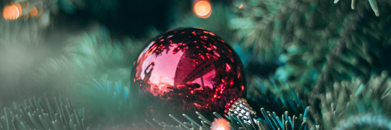 Why Decorating a Christmas Tree Is Good for your Health